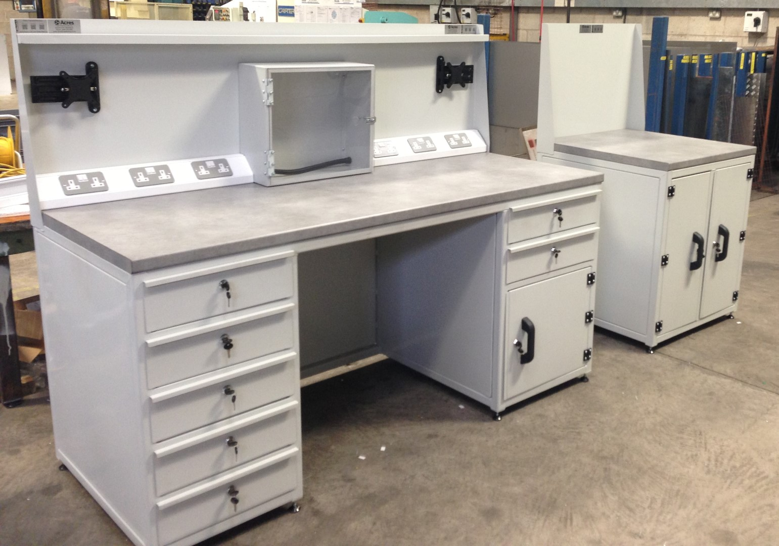 AD-214-2013-05 – TBF Tool Room Bench And Cupboard